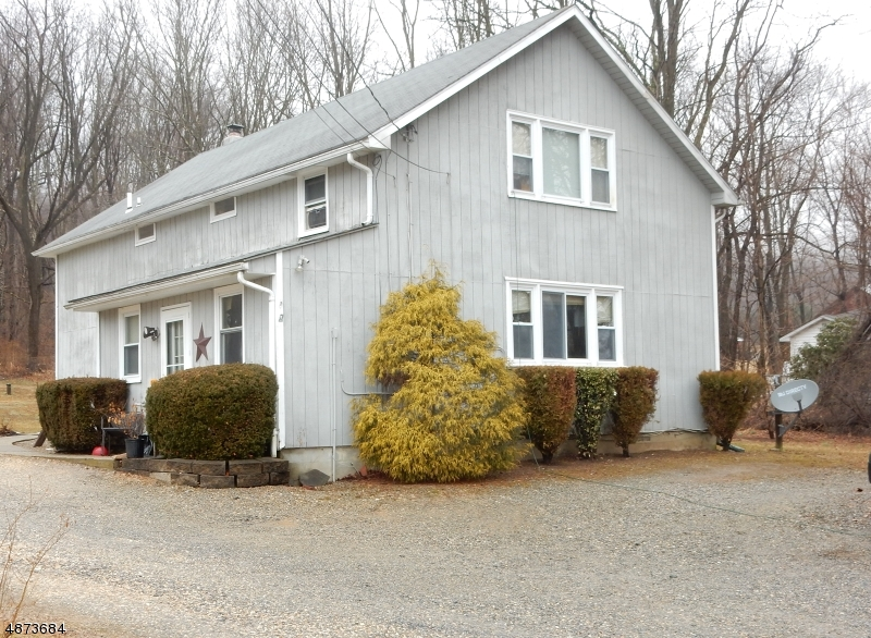 Многосемейный дом для того Продажа на 831 ROCKPORT Road Mansfield Township, Нью-Джерси 07840 Соединенные Штаты