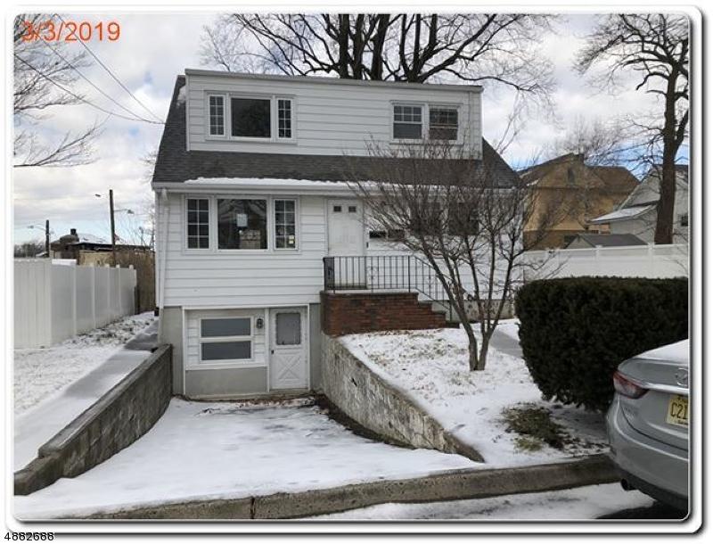 Maison avec plusieurs logements pour l Vente à 157 LIVINGSTON Avenue Lyndhurst, New Jersey 07071 États-Unis