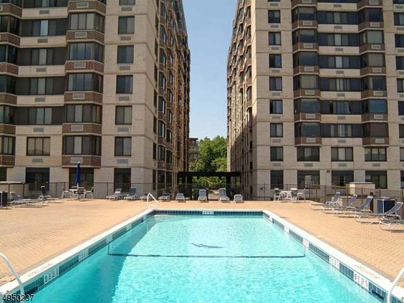 Condominio/ Casa de pueblo por un Venta en Hackensack, Nueva Jersey 07601 Estados Unidos