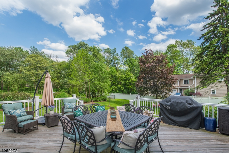 Single Family Homes vì Bán tại Address Not Available New Providence, New Jersey 07974 Hoa Kỳ