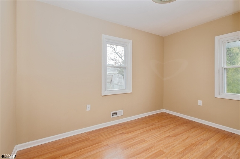 Additional photo for property listing at 619 Boesel Avenue  Manville, Нью-Джерси 08835 Соединенные Штаты