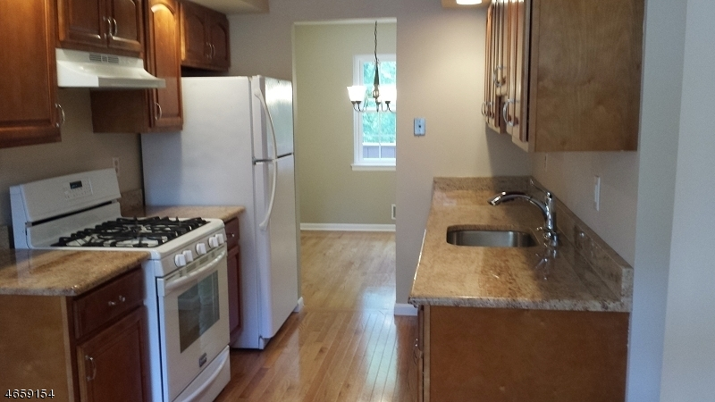 Additional photo for property listing at 66 Canterbury Road  Chatham, New Jersey 07928 États-Unis