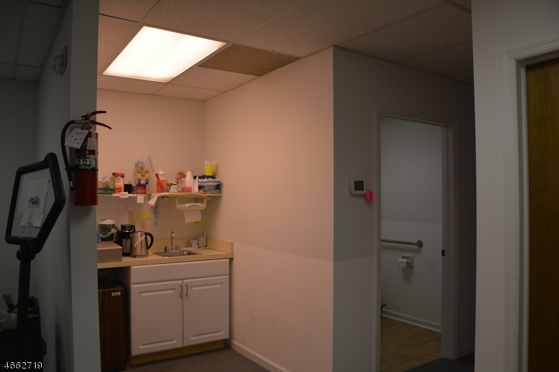 Additional photo for property listing at 1124 US-202  Raritan, 新泽西州 08869 美国