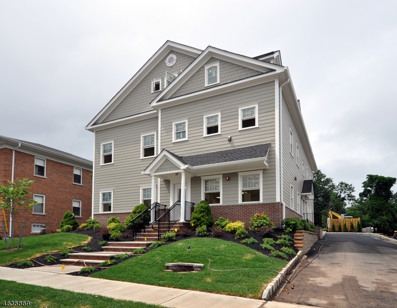Casa Unifamiliar por un Alquiler en 802 South Avenue W Westfield, Nueva Jersey 07090 Estados Unidos
