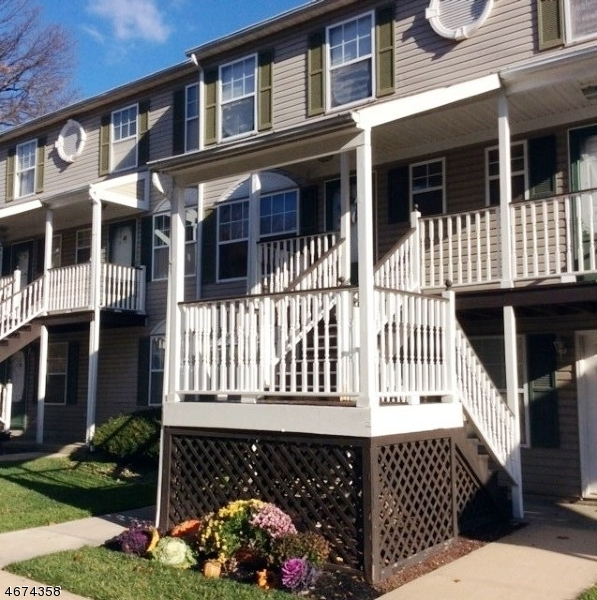 Частный односемейный дом для того Аренда на 26 HAUSMANN CT C00039 Maplewood, Нью-Джерси 07040 Соединенные Штаты