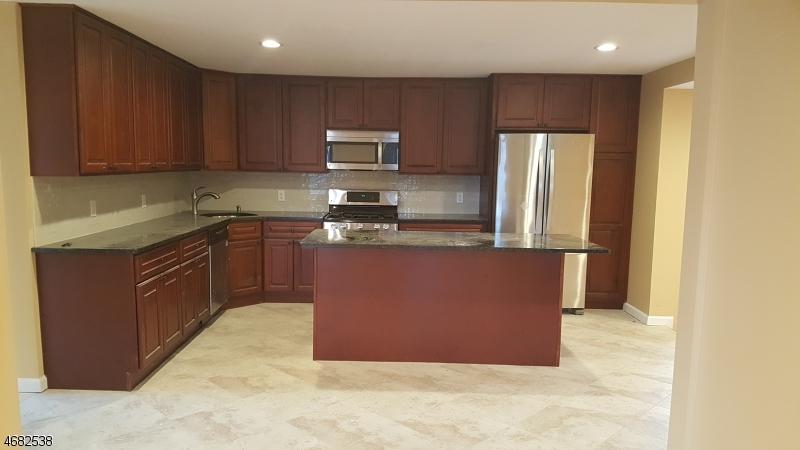 Частный односемейный дом для того Аренда на 75 Roosevelt Avenue Butler, 07405 Соединенные Штаты