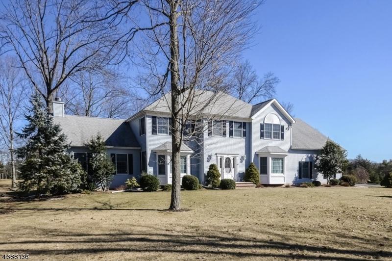 Частный односемейный дом для того Продажа на 14 EAGLE DRIVE Ringoes, 08551 Соединенные Штаты