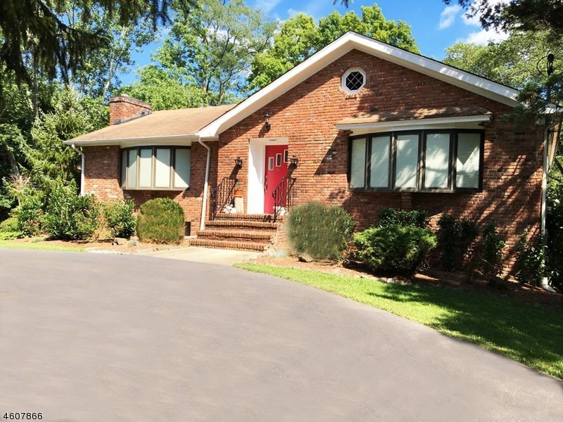 独户住宅 为 销售 在 6 Pheasant Hill Drive 伯纳兹维尔, 新泽西州 07931 美国