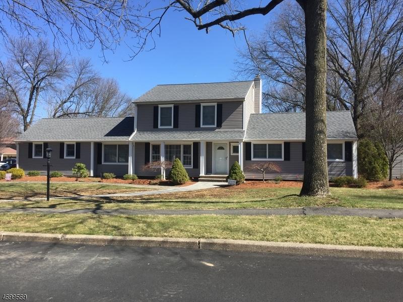 Maison unifamiliale pour l Vente à 3 Pinecrest Lane Parsippany, New Jersey 07054 États-Unis