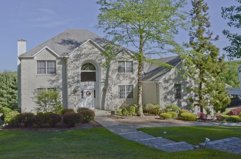 Частный односемейный дом для того Аренда на 21 Redwood Road Denville, Нью-Джерси 07834 Соединенные Штаты