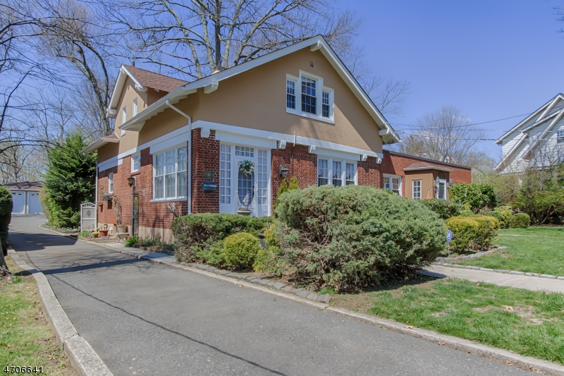 独户住宅 为 销售 在 71 Smull Avenue Caldwell, 新泽西州 07006 美国