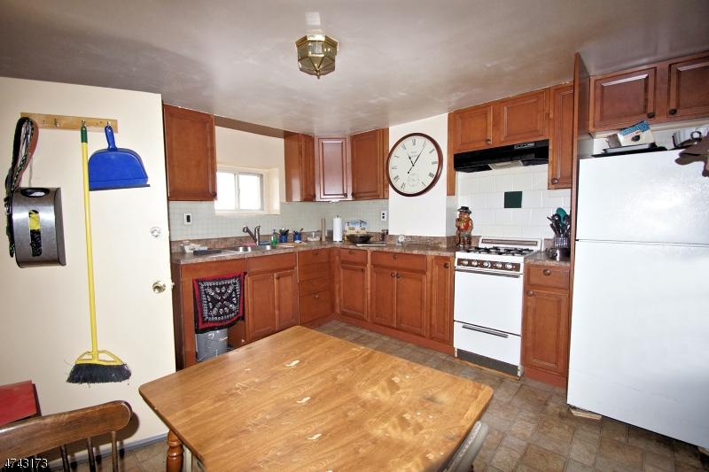 Многосемейный дом для того Продажа на 304 4th Street Jersey City, Нью-Джерси 07302 Соединенные Штаты