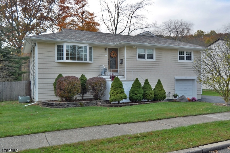 Single Family Home for Sale at 21 Charles Street 21 Charles Street Bloomingdale, New Jersey 07403 United States