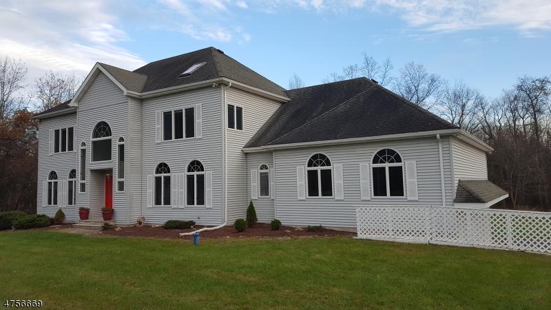 Maison unifamiliale pour l Vente à 110 Meadows Road Lafayette, New Jersey 07848 États-Unis
