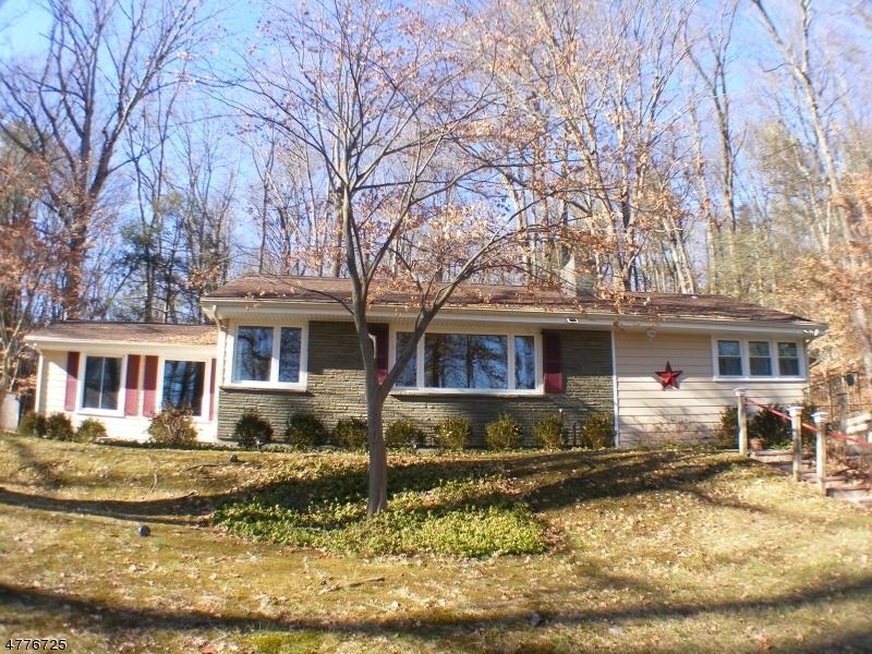 Einfamilienhaus für Verkauf beim 41 Hemlock Avenue 41 Hemlock Avenue Andover Township, New Jersey 07860 Vereinigte Staaten