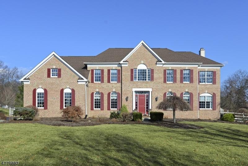 Enfamiljshus för Försäljning vid 10 PERRY Road 10 PERRY Road Clinton Township, New Jersey 08801 Usa