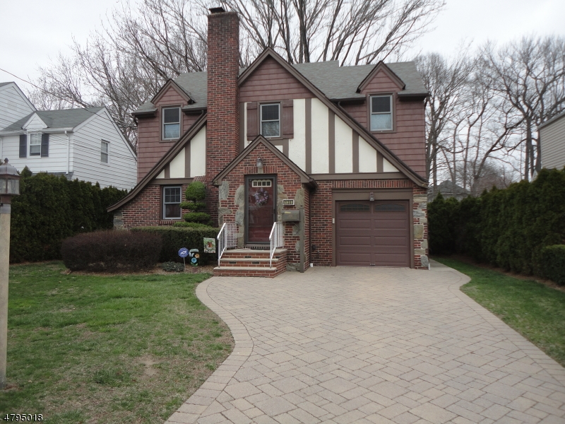 Частный односемейный дом для того Продажа на 138 Ross Avenue Hackensack, Нью-Джерси 07601 Соединенные Штаты