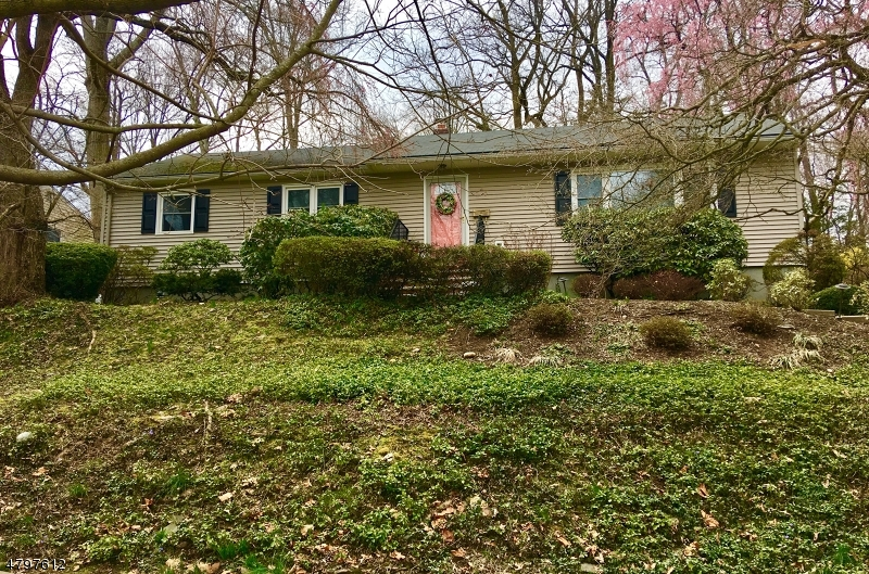 Single Family Home for Sale at 662 Ellen Place Oradell, New Jersey 07649 United States