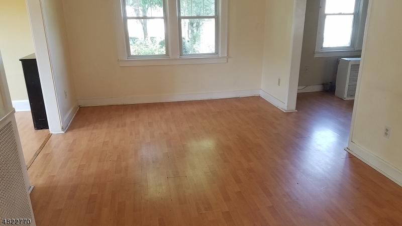 獨棟家庭住宅 為 出售 在 267 GALVAN Place Bergenfield, 新澤西州 07621 美國