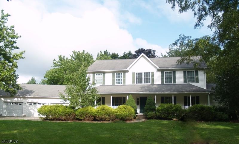 Частный односемейный дом для того Аренда на 219 STONEHOUSE Road Bernards Township, Нью-Джерси 07920 Соединенные Штаты