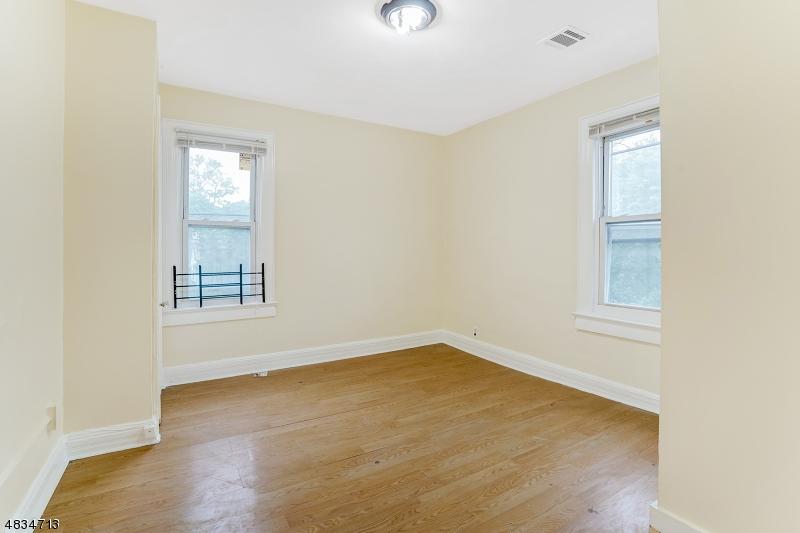 Частный односемейный дом для того Аренда на 21 GLENWOOD Avenue Orange, Нью-Джерси 07050 Соединенные Штаты