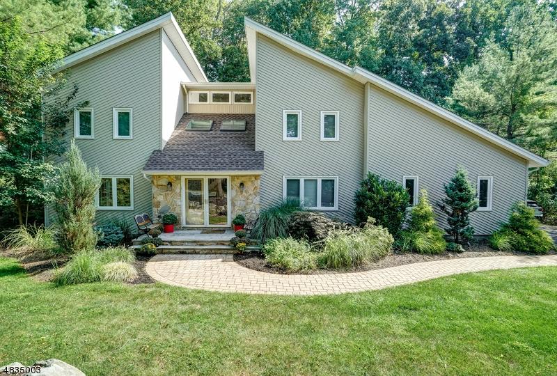 Casa Unifamiliar por un Venta en 9 MEADOW BLUFF Road Parsippany, Nueva Jersey 07950 Estados Unidos