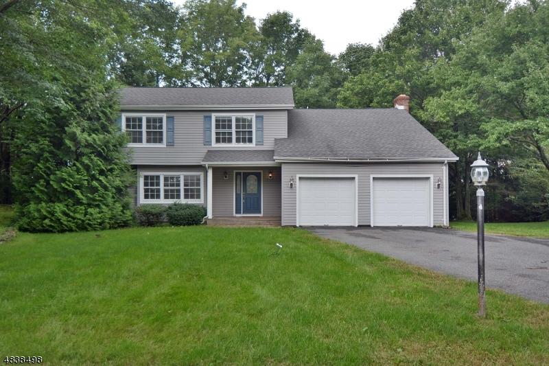 独户住宅 为 销售 在 71 ROLLING RIDGE Road 西米尔福德, 新泽西州 07480 美国