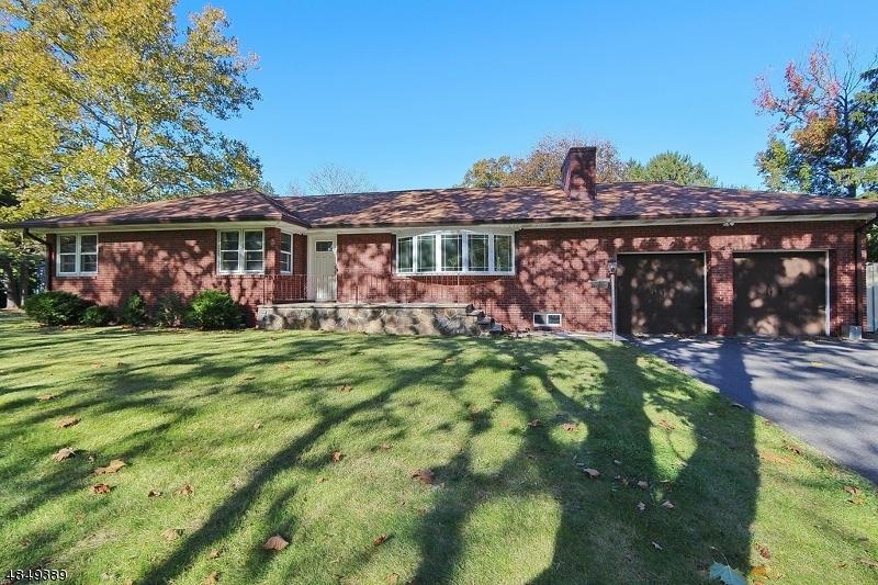 独户住宅 为 销售 在 1056 CHARLES Street Mountainside, 新泽西州 07092 美国