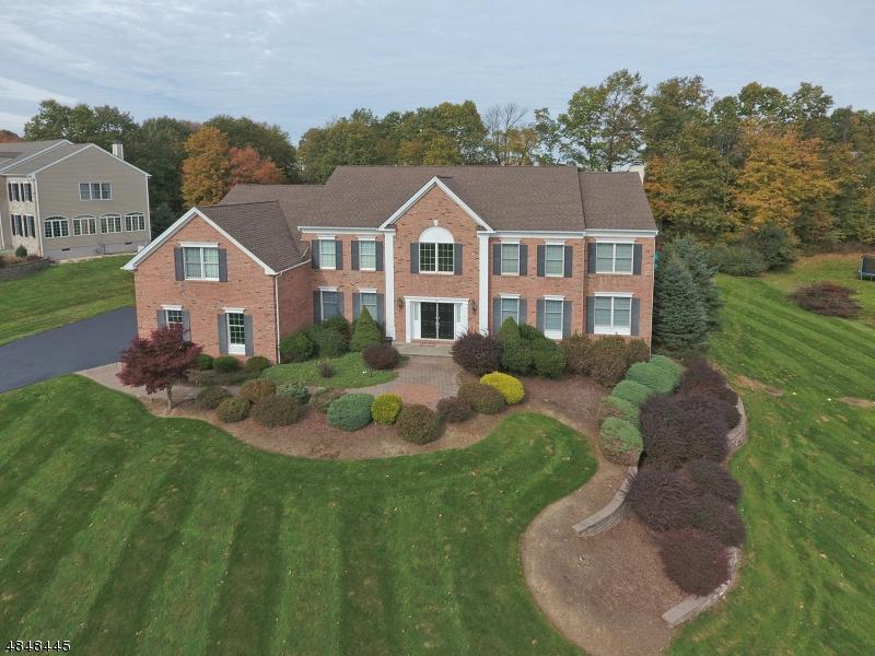Enfamiljshus för Försäljning vid 18 SOVEREIGN Drive Mount Olive, New Jersey 07836 Usa