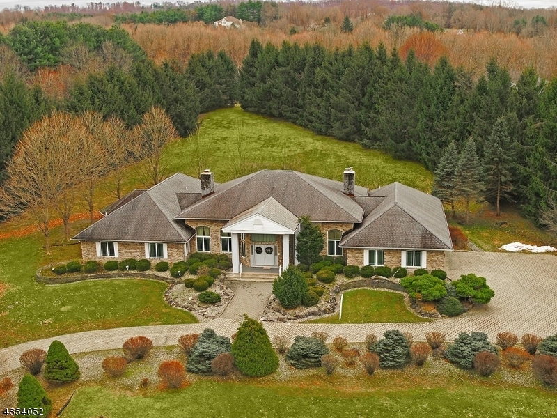 Single Family Home for Sale at 10 KERBY LN 10 KERBY LN Mendham Borough, New Jersey 07945 United States