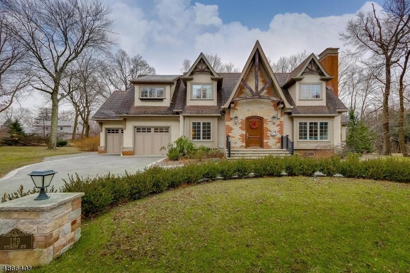 Частный односемейный дом для того Продажа на 129 WYCKOFF Avenue Wyckoff, Нью-Джерси 07481 Соединенные Штаты