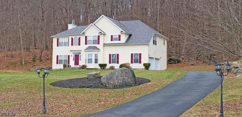 Casa para uma família para Venda às 9 Ascot Lane Byram Township, Nova Jersey 07871 Estados Unidos