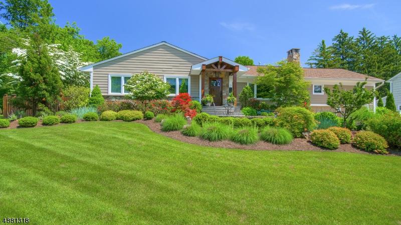 Maison unifamiliale pour l Vente à 5 HICKORY Drive North Caldwell, New Jersey 07006 États-Unis