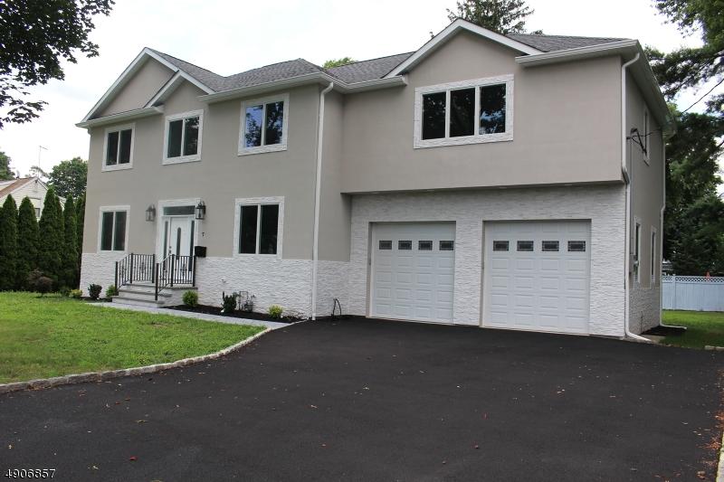 Single Family Homes para Venda às Pequannock, Nova Jersey 07444 Estados Unidos