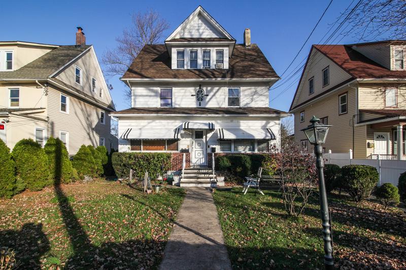 Maison unifamiliale pour l Vente à 329 Orange Road Montclair, New Jersey 07042 États-Unis