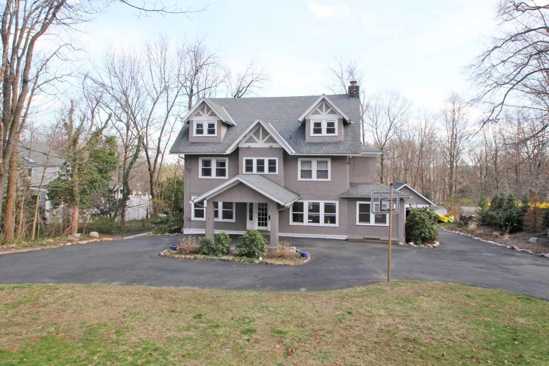 Maison unifamiliale pour l Vente à 48 LAUREL HILL Road Mountain Lakes, New Jersey 07046 États-Unis