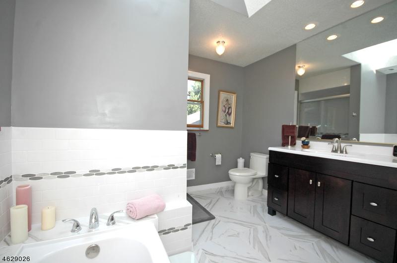 Additional photo for property listing at 1 Masada Street  萨默赛特, 新泽西州 08873 美国