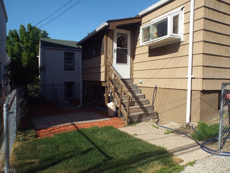 Additional photo for property listing at 251 Dixon Avenue  Paterson, Нью-Джерси 07501 Соединенные Штаты
