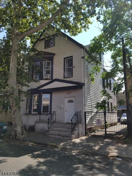 Casa Multifamiliar por un Venta en 9 Lentz Avenue Newark, Nueva Jersey 07105 Estados Unidos