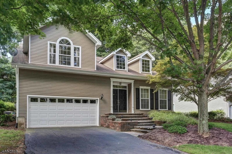 Maison unifamiliale pour l Vente à 48 Huntington Road Basking Ridge, New Jersey 07920 États-Unis