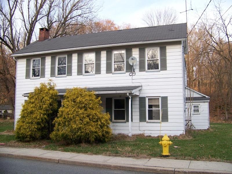 独户住宅 为 销售 在 619 S Main Street Stewartsville, 新泽西州 08886 美国
