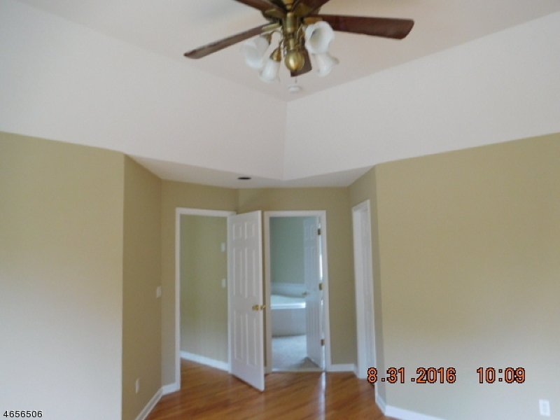 Additional photo for property listing at 1 Red Oak Drive  Hamburg, Нью-Джерси 07419 Соединенные Штаты