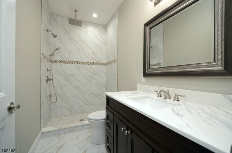 Additional photo for property listing at 10 Lambert Circle  Westfield, Нью-Джерси 07090 Соединенные Штаты