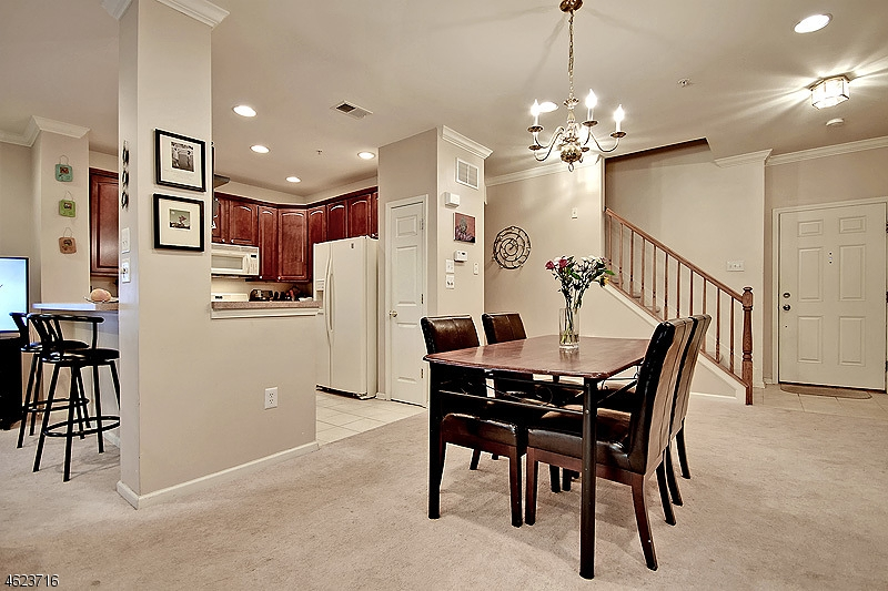 Частный односемейный дом для того Аренда на 509 Donato Circle Scotch Plains, 07076 Соединенные Штаты
