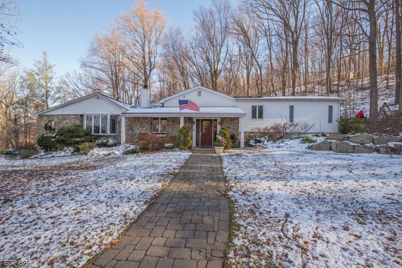 Частный односемейный дом для того Продажа на 2 Dunay Road Highland Lakes, 07422 Соединенные Штаты