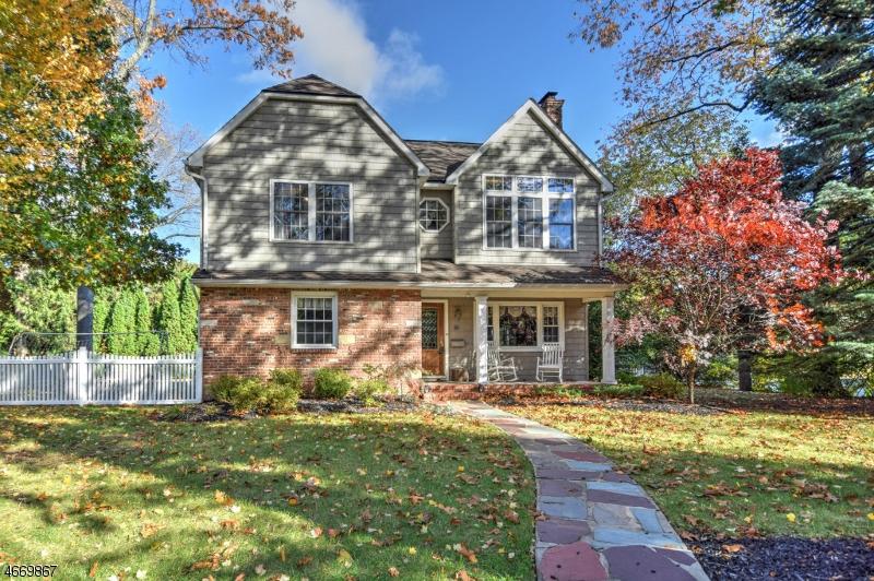 Частный односемейный дом для того Продажа на 2 Westover Court Mountainside, 07092 Соединенные Штаты