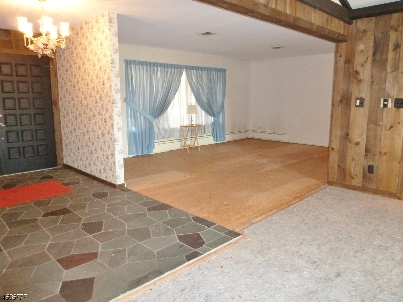 Additional photo for property listing at 555 Weston Canal Road  Somerset, Нью-Джерси 08873 Соединенные Штаты