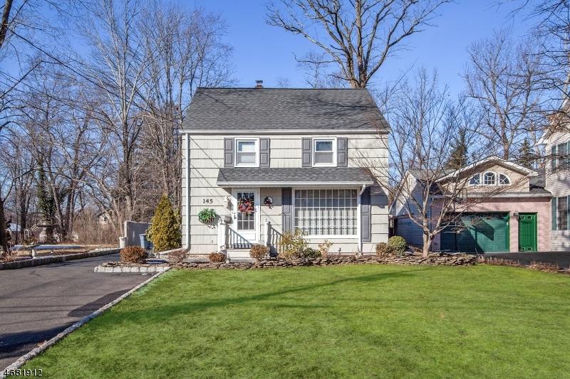独户住宅 为 销售 在 145 Pearl Street 新普罗维登斯岛, 新泽西州 07974 美国