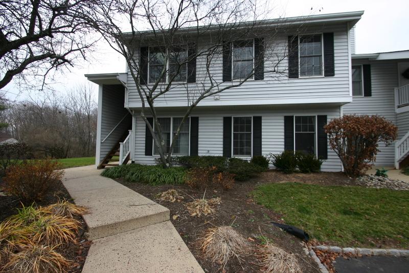 Maison unifamiliale pour l à louer à 400 Ferncrest Court Three Bridges, New Jersey 08887 États-Unis