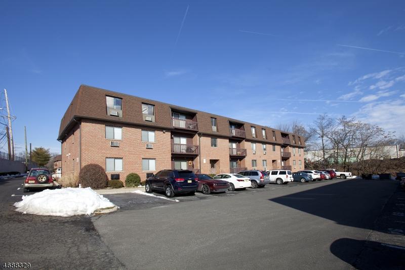 Частный односемейный дом для того Аренда на 730 Mill Street Belleville, Нью-Джерси 07109 Соединенные Штаты